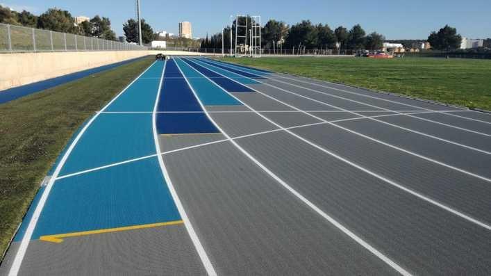 La pista de atletismo de Magaluf presume de nuevo pavimento