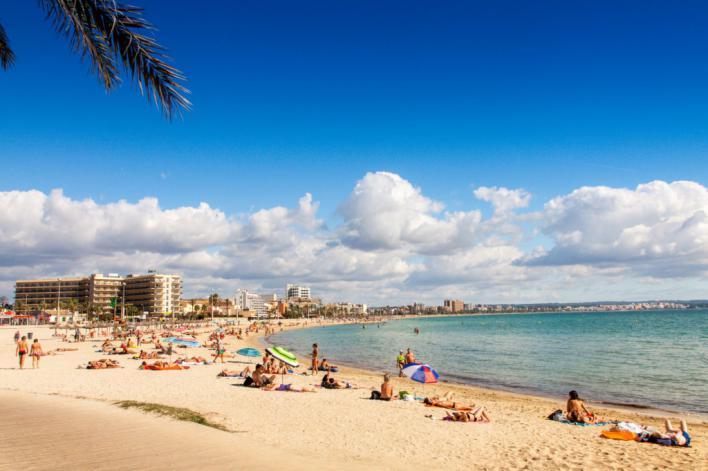 Exceltur apunta a 'significativos descensos' en los ingresos de Playa de Palma este verano