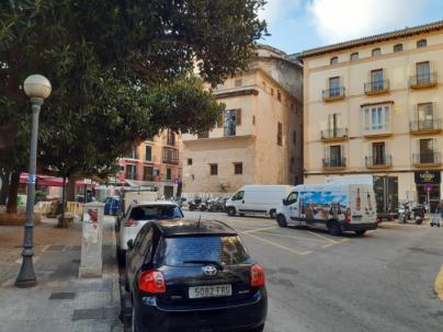 Calle Unió y la Plaça del Mercat, cerradas al tráfico de paso desde diciembre