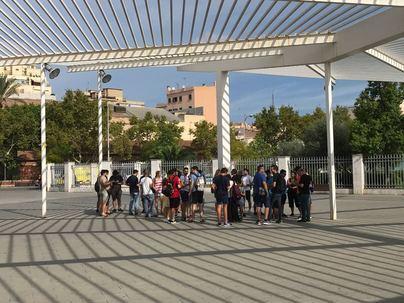 Medio centenar de jóvenes se reúnen en Palma para jugar a 'Pokemon GO'