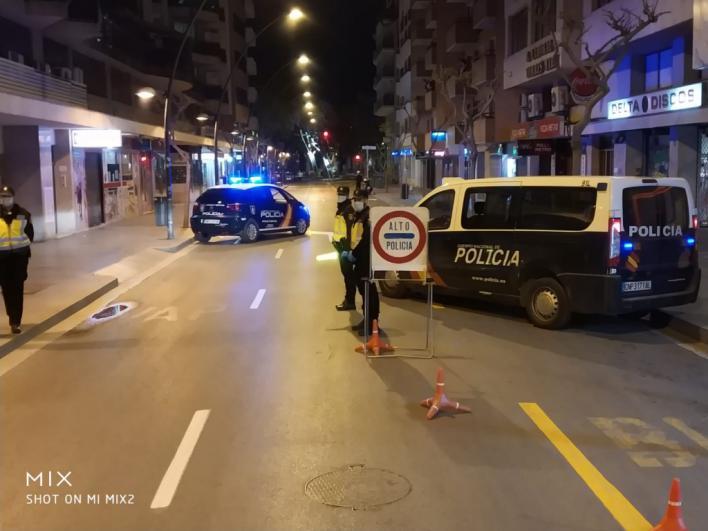 Detenidos en Palma: uno que 'iba a por tabaco' de madrugada y dos por agredir a policías