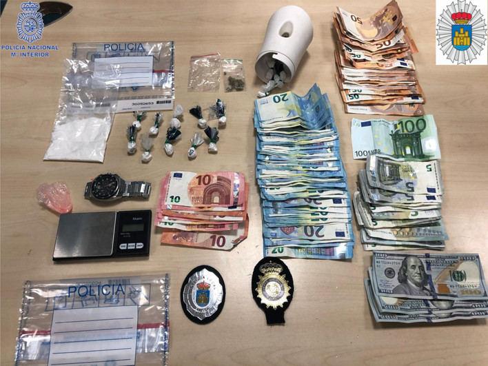 Detienen al gerente de un local con droga oculta en ambientadores en Ibiza