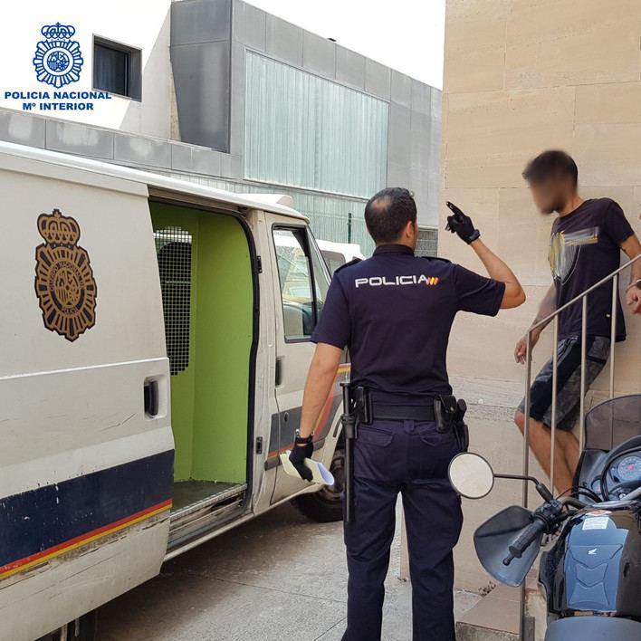 Detenido un joven por robar en cinco taxis en la Playa de Palma