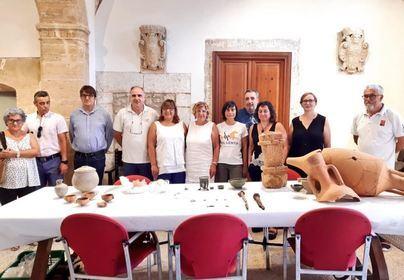 Piezas de cerámica, bronce y vidrio encontradas en las excavaciones de Pollentia