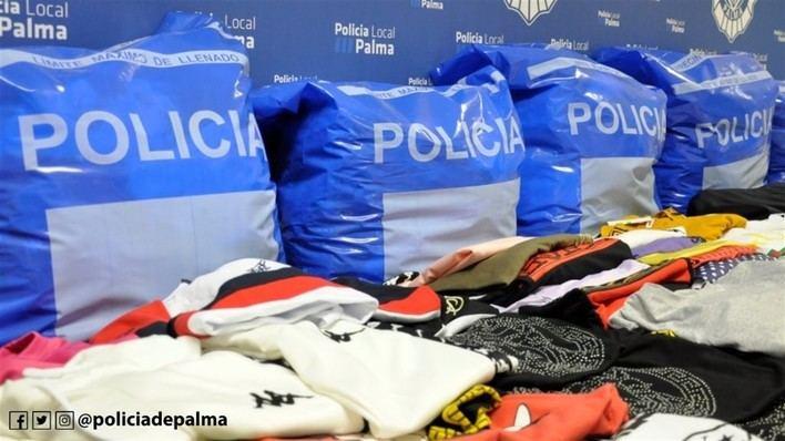 Intervenidas 300 prendas falsificadas en un bazar de Pere Garau