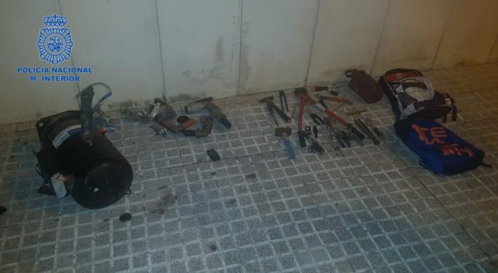 Cazados en Palma cuando huían en bicicleta con multitud de herramientas robadas