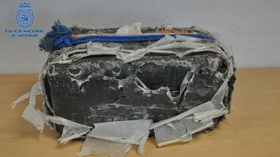 Hallado un fardo con 40 kilos de hachís en una playa de Menorca