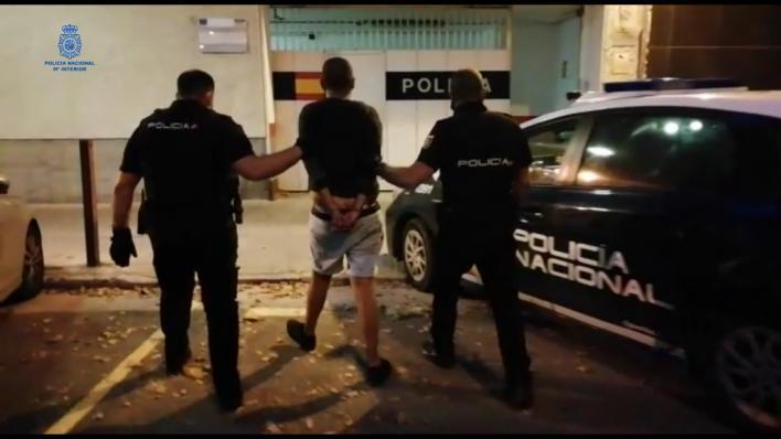 Detenido por intentar acuchillar a un hombre mientras paseaba con su hijo por Plaza de España