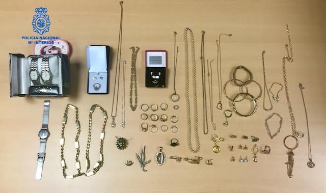 Detenida por robar 40.000 euros en joyas de la anciana a la que cuidaba en Palma