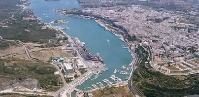 Maó propone recuperar zonas para baño y pesca dentro del puerto