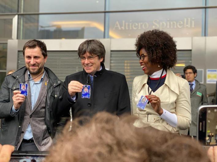 La Eurocámara reconoce a Puigdemont y Comín como eurodiputados