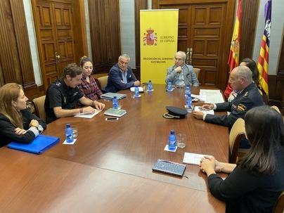 Más policías y limitación de citas para descongestionar el servicio de Extranjería en Mallorca