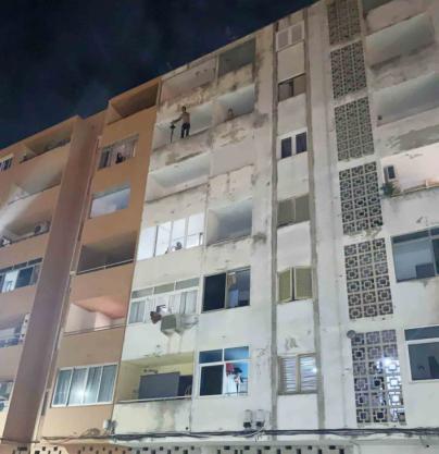 Tensión en Inca: quebranta la orden de alejamiento de su ex y amenaza con tirarse de un quinto piso