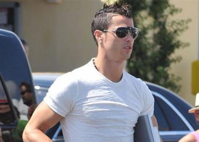 Ronaldo presenta a su
