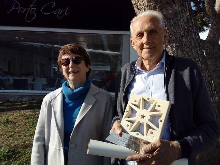 La Asociación Cultural es Majoral de Santanyí galardona con la Estrella Mostrejada al pintor Andreu Pons Fullana