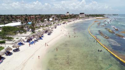 Bahía Príncipe reduce un 95 por cien el sargazo en sus playas de Riviera Maya con un sistema de barreras