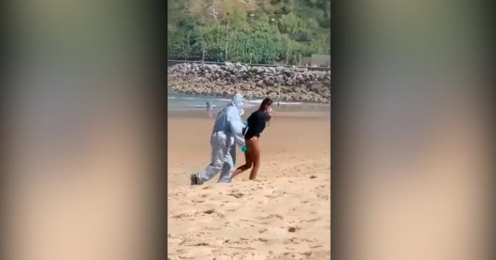 Detenida una mujer tras dar positivo en Covid e irse a hacer surf