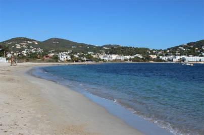 El Ayuntamiento de Ibiza reabre al baño la playa de Talamanca