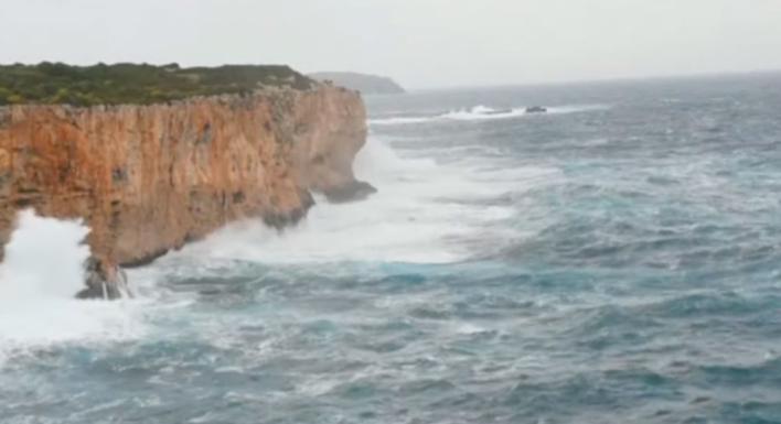 Cerrado el puerto de Ciutadella por el temporal