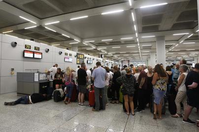 Cinco aviones de rescate británicos repatrían a 900 turistas de Thomas Cook en Mallorca