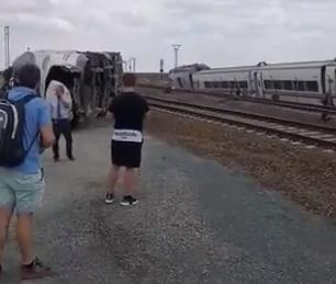 Al menos dos muertos tras descarrilar un tren Alvia en Zamora