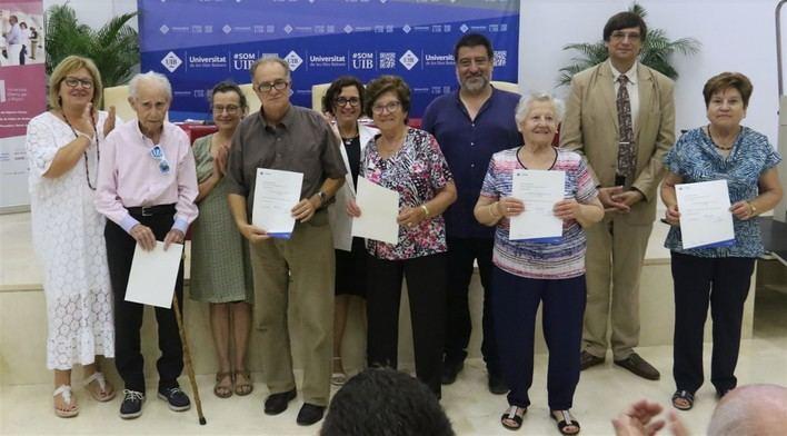 1.156 alumnos reciben el certificado académico de la universidad para mayores