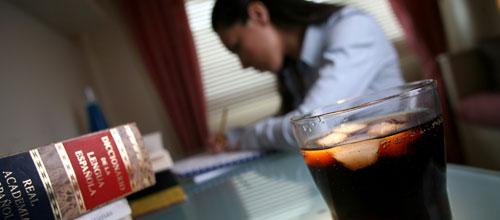 La hidratación y la glucosa aumentan el rendimiento mental de los estudiantes