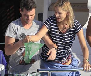 Fonsi Nieto y su novia, dulce espera en Ibiza