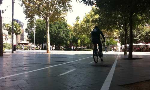 El carril bici ya cruza la Plaza de España