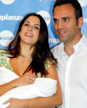 Nuria Fergó presenta a su pequeña Martina