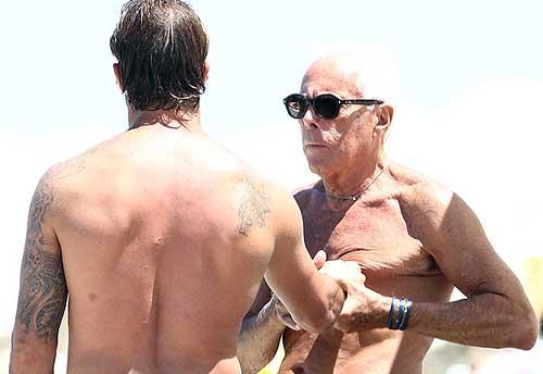 Armani y su novio, al sol de Formentera