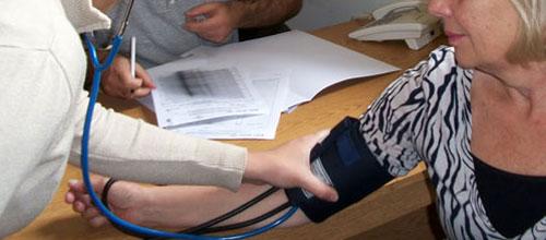 Dejar el tratamiento contra la hipertensión en verano es peligroso