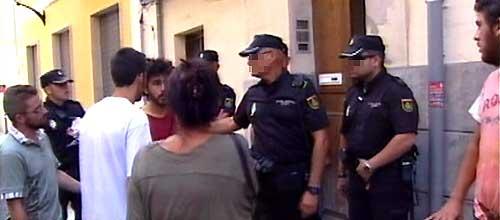 La Policía impide a los indignados paralizar un desahucio en Palma