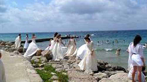 Un centenar de novias desembarca en Can Pere Antoni