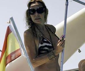 Ana Obregon se despide de Ibiza en alta mar