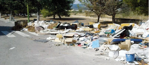 Emaya y Asima limpian varios focos de vertidos irregulares en Can Valero