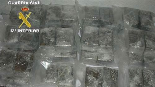 Una pareja intenta introducir 21 kilos de hachís en el ferry a Palma