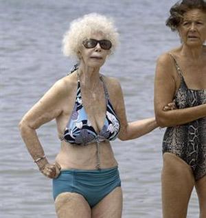 La Duquesa de Alba luce bikini en Ibiza