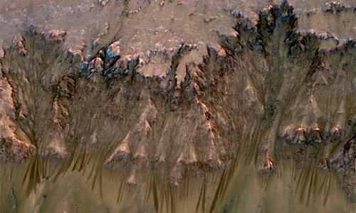 La NASA detecta posible agua líquida en Marte