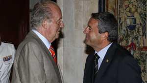 """El Rey pide a los políticos que """"hagan piña"""