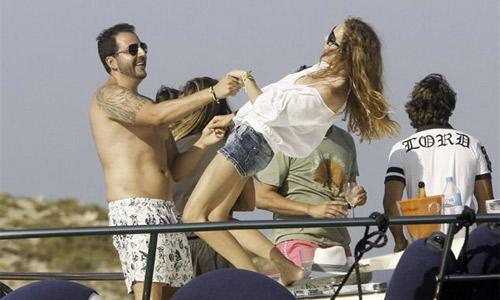 Borja y Blanca: pasión y desenfreno en Ibiza