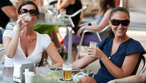 Beber alcohol con moderación reduce el riesgo de Alzheimer