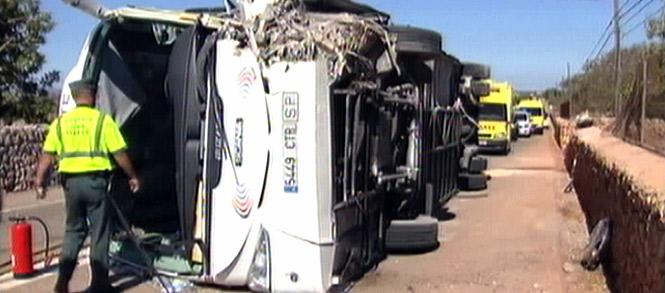14 heridos al volcar un autocar en la carretera de Porto Cristo