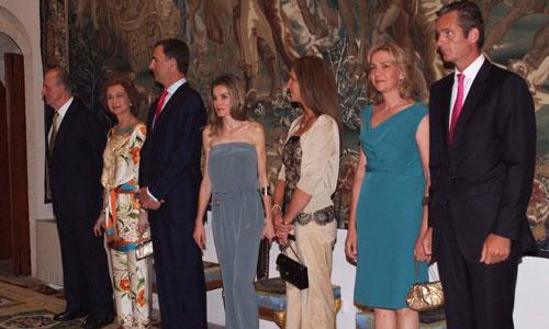 La tendinitis del Rey, protagonista de la cena de la Familia Real las autoridades