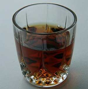 Un solo 'chupito' de licor eleva el riesgo de pancreatitis aguda