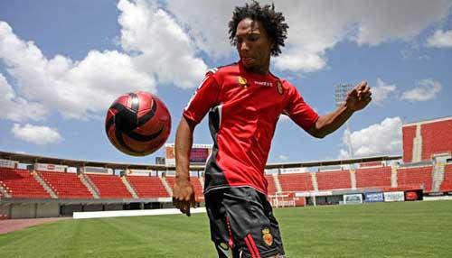 El Villarreal pretende a De Guzman