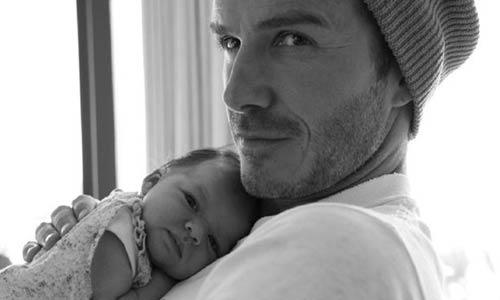 Victoria Beckham usa Twitter para volver a mostrar a su hija