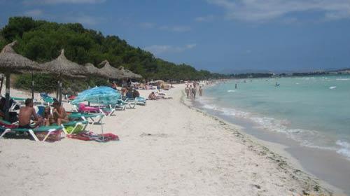 Los alojamientos de playa de Muro obtienen la mejor valoración nacional en una encuesta online