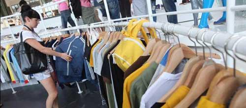 Hallan sustancias tóxicas en 14 conocidas marcas de ropa