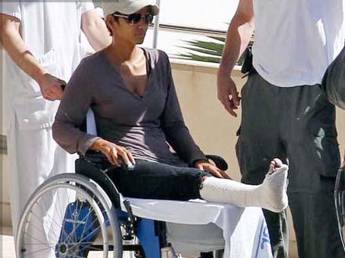 Halle Berry se rompe un pie en Mallorca